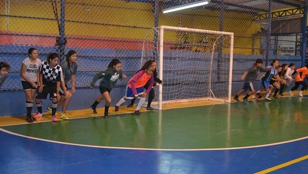 Meninas de projeto social integram equipe do Estrela de Guarulhos