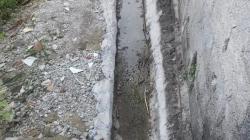 Moradora da Vila União teme que muro da sua casa desabe