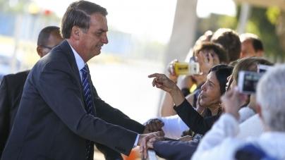 Com governadores, Bolsonaro critica política ambiental passada e terras indígenas