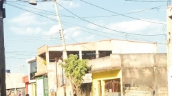 Morador teme queda de poste no Jardim Bananal