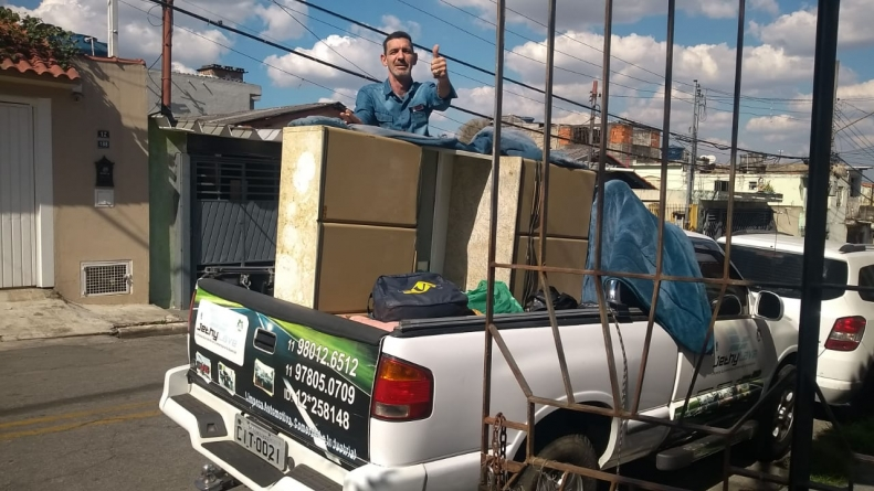 Grupo de guarulhenses arrecada mantimentos para família no bairro dos Pimentas