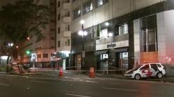 Motorista em carro de luxo atropela 3 moradores de rua em SP