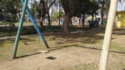 Praça IV Centenário possui ao menos quatro brinquedos quebrados