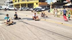 Moradores do Paraventi realizam 3ª corrida de carrinho de rolimã