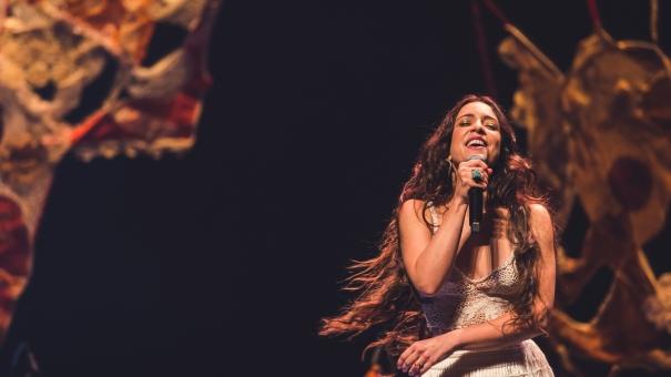 Roberta Sá apresenta show da turnê Giro na Casa Natura Musical